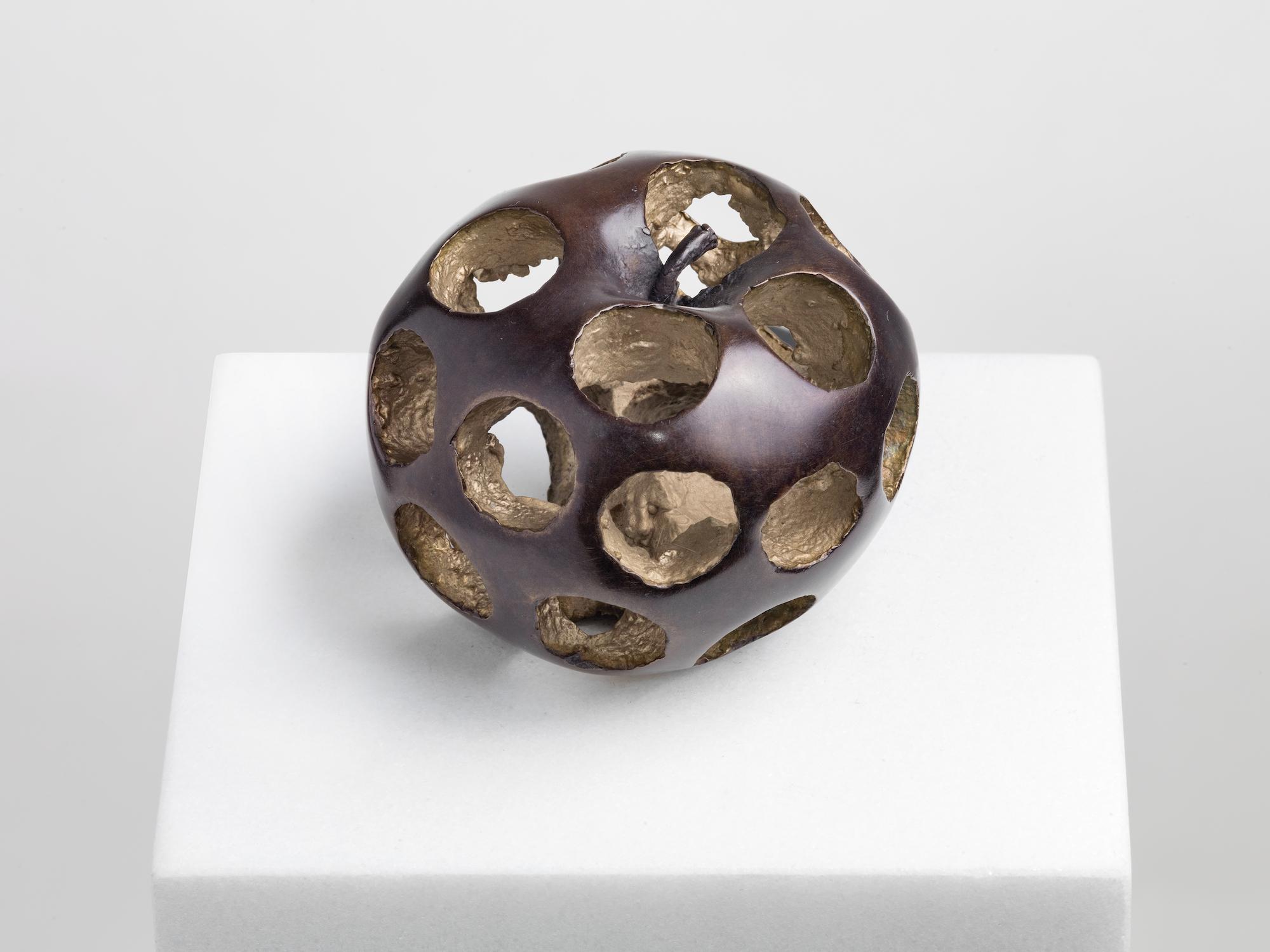 Alicja Kwade Malus Fularum, 2019 Bronze, 6 x 7,5 x  7,5 cm 5.450 € (with marble pedestal 5.950 €)  Edition 11/12 + 3 AP
