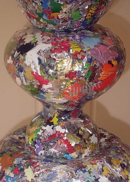 Timo Klöppel Mit welchen Ohren höre ich im Traum, 2011  Plastik-Verpackung, Polyester-Gießharz,  Federstahl, Keramik, 98 x 16 x 16 cm  3.200 €  Unique