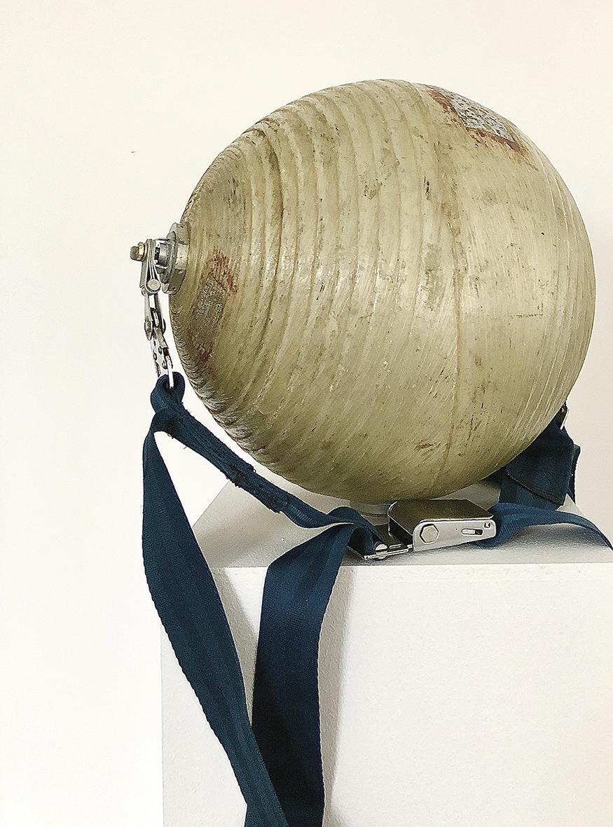 Michail Pirgelis Sphere Ride, 2019  Aluminium, Fiberglas, Anschnallgurt Maße  variabel (inklusive Sockel), 170 x 37 x 37 cm 23.800 € Unique