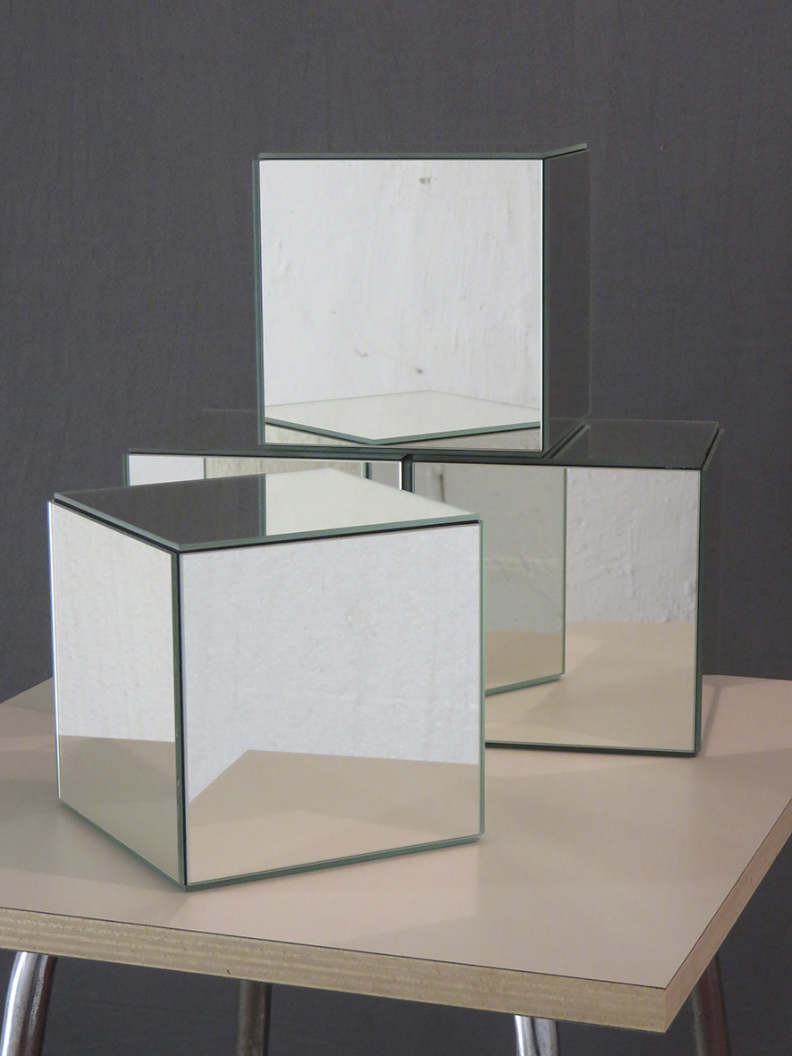 Björn Geipel Bauklötze, 2019  Spiegel, Holz, je 15,7 x 15,7 x 15,7 cm  350 € (each) Edition of 8 + 2 AP